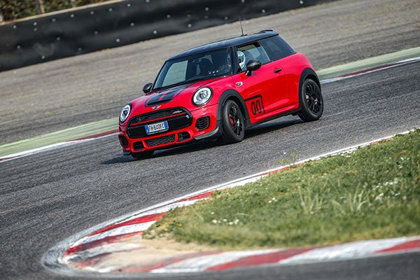 Mini Petrolhead Edition in pista
